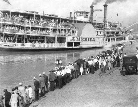 Str. America preparing to leave for Rose Island, ca. 1927.